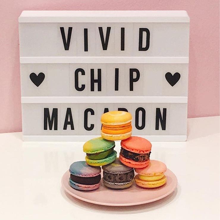VIVID CHIP MACARON