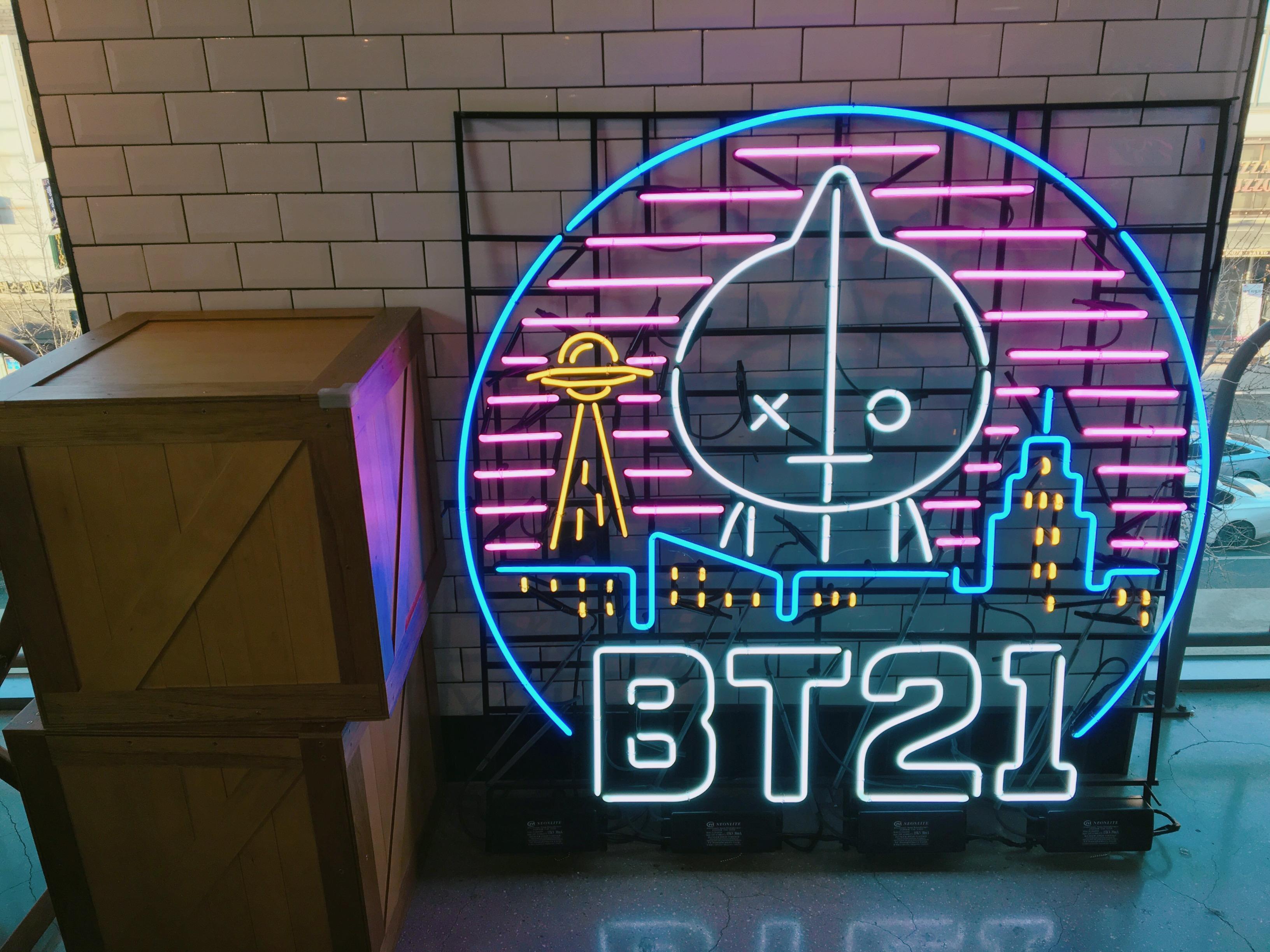 BT21 ネオン