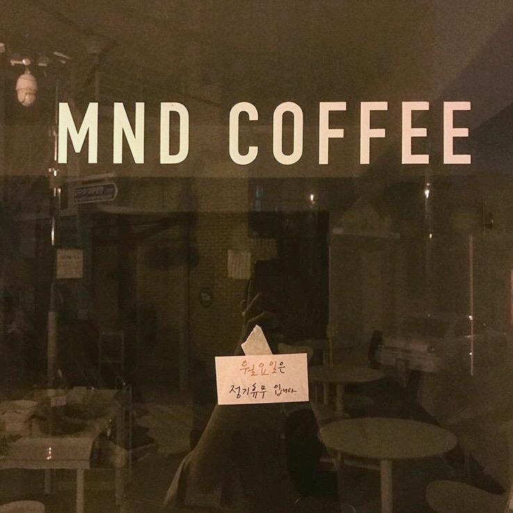 MND COFFEE ウィンドウ