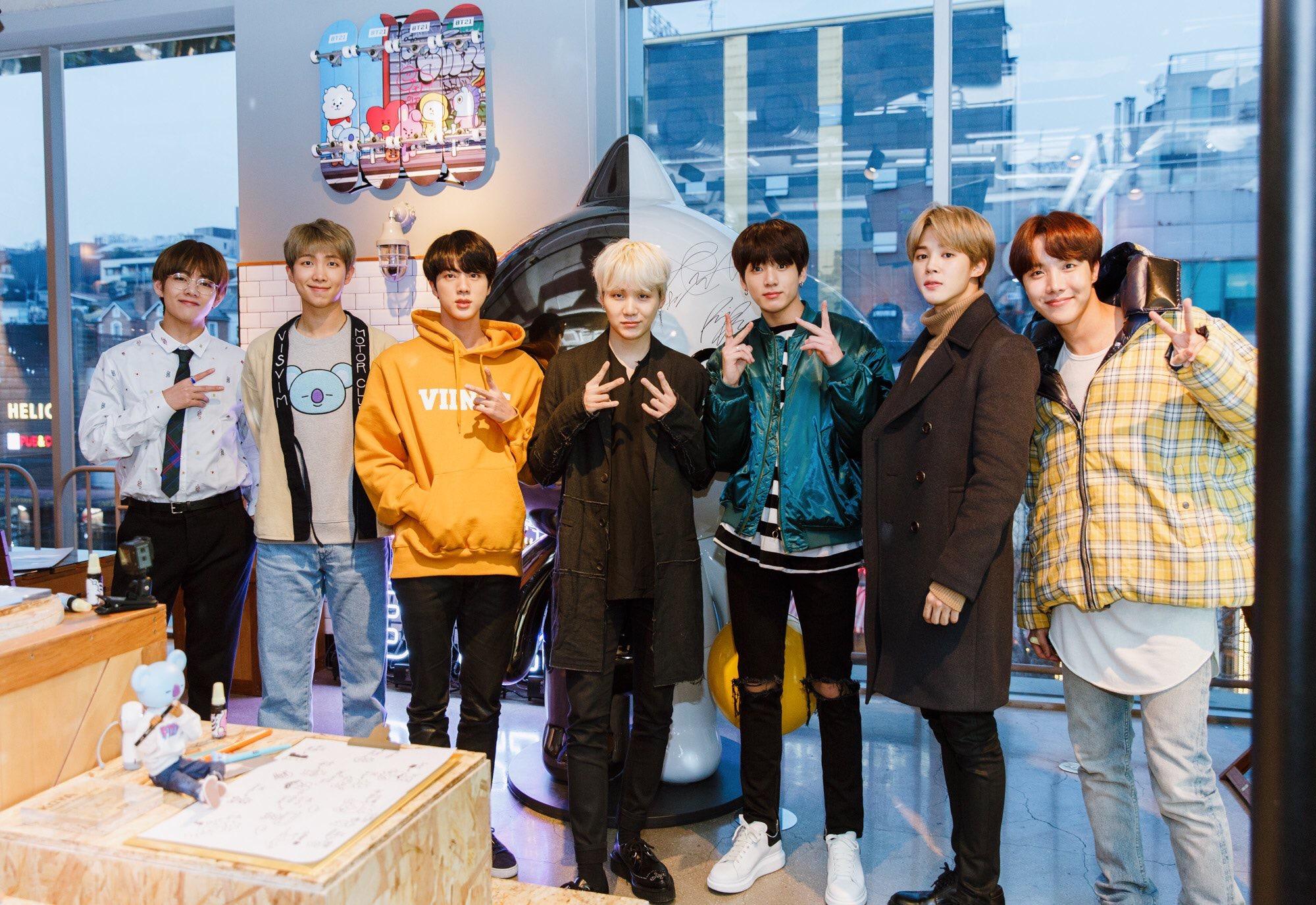 BTS LINE FRIENDS梨泰院店