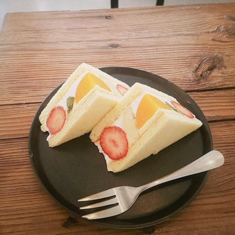 フルーツがたくさん入っている東京サンド