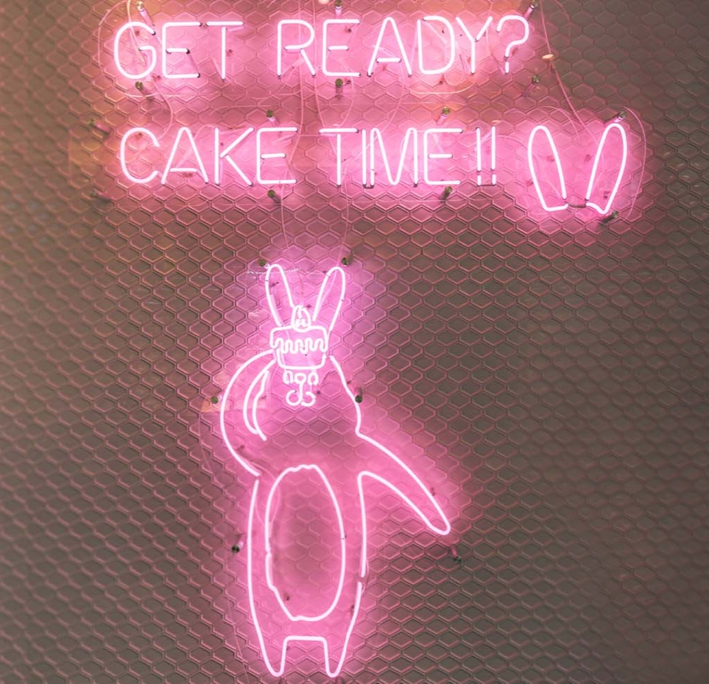 GET READY?CAKE TIME!!