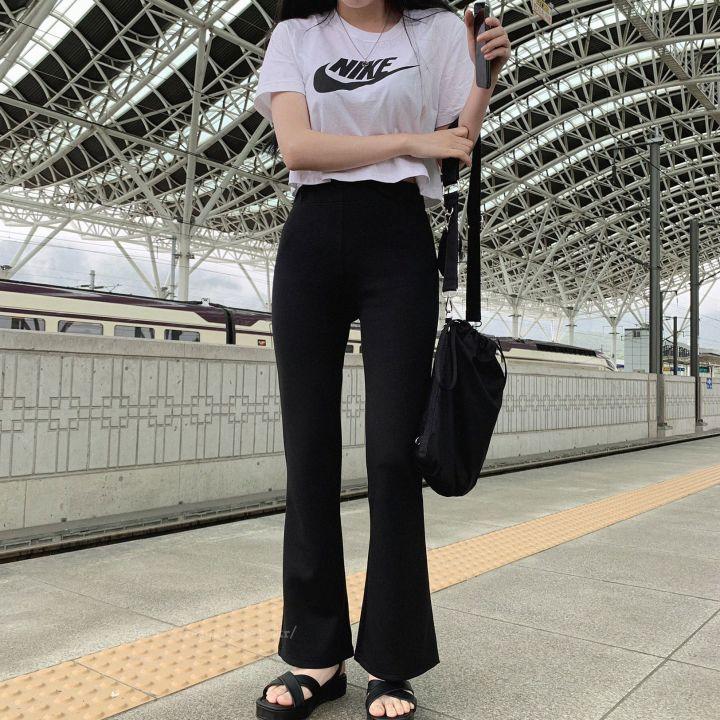 Tシャツ×ブーツカット