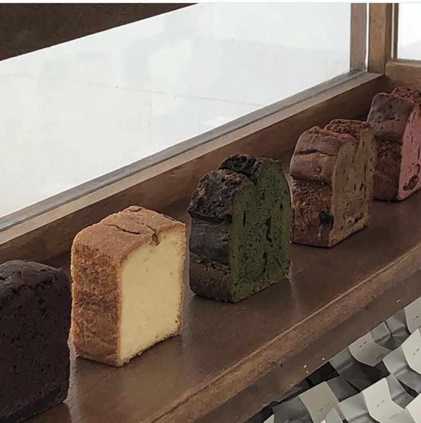 カウンターのパウンドケーキ