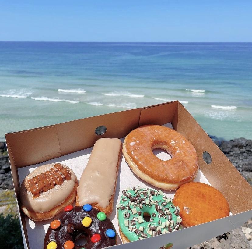 海とたくさんのドーナツ